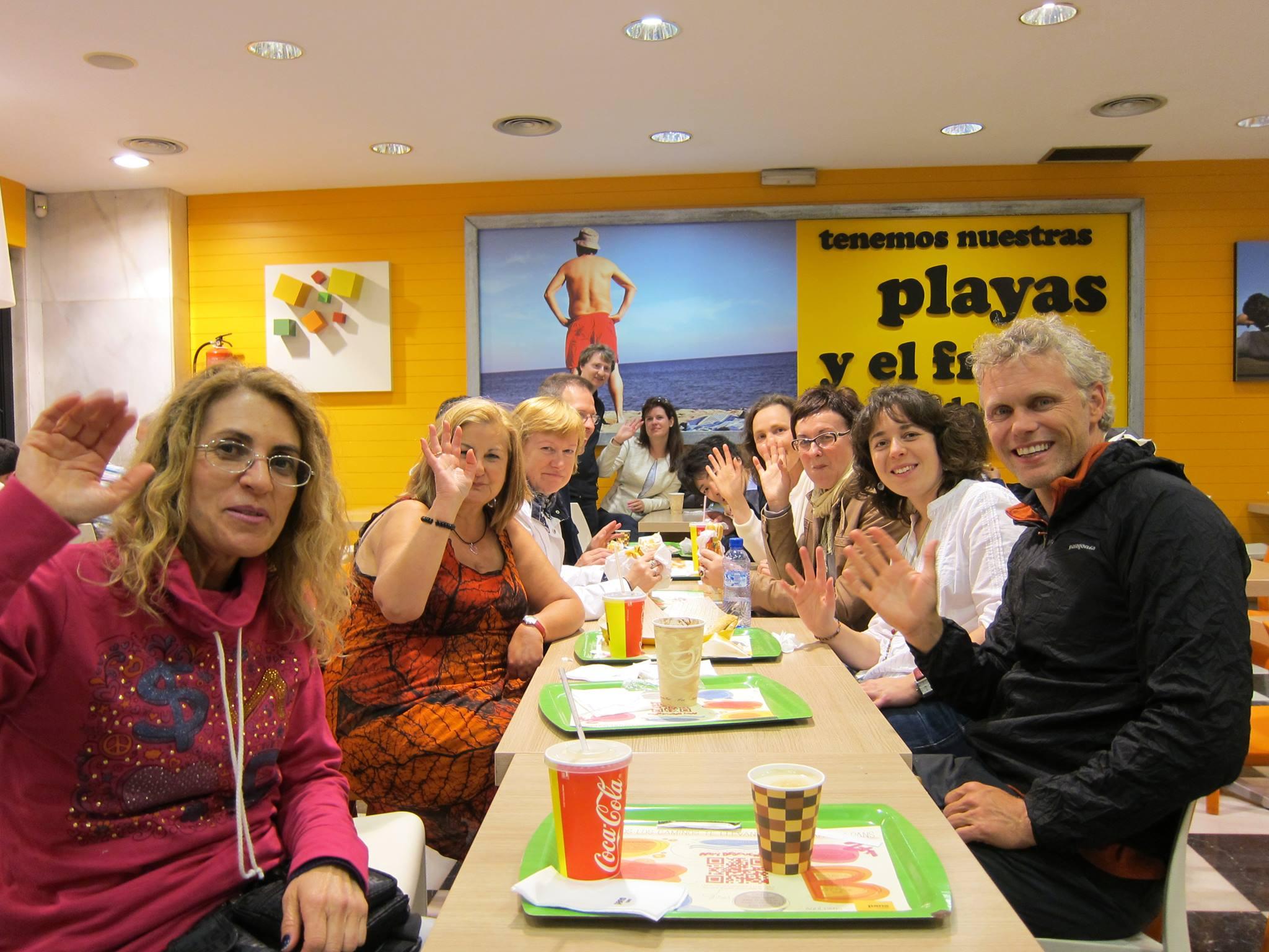 Bạn muốn tìm giáo viên nước ngoài để luyện nói tiếng Anh?